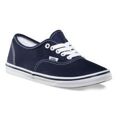 VANS Authentic Lo Pro navy true white chaussures baskets basses 65,00 € #vans #vansotw #vansoffthewall #offthewall #vansera #vansauthentic #sneakers #sneaker #shoe #shoes #chaussure #chaussures #skate #skateboard #skateboarding #streetshop #skateshop @PLAY Skateshop