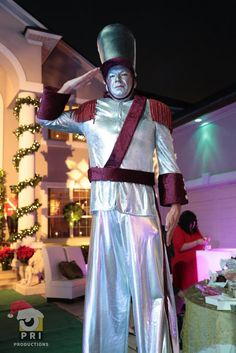 A larger than life toy soldier can be fun at a christmas party. Toy Soldiers, Christmas Time, Larger, Entertainment, Party, Fun, Life, Fashion, Fin Fun