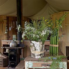 De l'écorce et du raphia en guise de vase - Marie Claire Idées