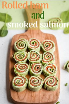 Deliciously savory smoked salmon pinwheels rolled up with a flavorful chive and dill cream cheese and tons of fresh spinach. This easy, healthy appetizer comes together in just 10 minutes for the ultimate party food or snack! Healthy Appetizers, Appetizers For Party, Appetizer Recipes, Dinner Recipes, Low Carb Recipes, Cooking Recipes, Ham Recipes, Salmon Pinwheels, Healthy Fast Food Breakfast
