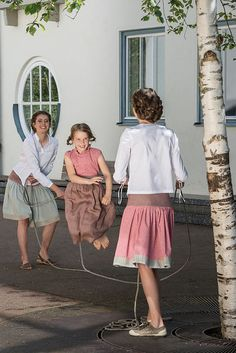 The rock maker - noble traditional skirts from Bavaria Traditional Skirts, Traditional Outfits, Mama Cloth, Cardigan Outfits, The Rock, Cute Skirts, What To Wear, Midi Skirt, Couture