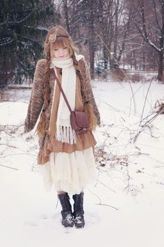This but in black Fall/ winter style inspiration: mori girl style / 森ガール Japan Fashion, Kawaii Fashion, Mode Mori, Girl Japanese, Forest Fashion, Différents Styles, Mori Girl Fashion, Autumn Winter Fashion, Winter Style