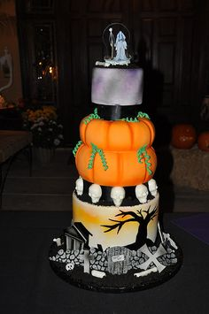 Halloween Wedding Cake by Designer Cakes- Not for me. But my mom would totally love this!