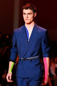 Versace SS14 Menswear - Belts under & over, belts with everything
