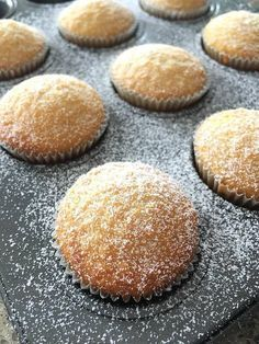 Moelleux à la noix de coco - Thermomix Desserts, Easy Desserts, Dessert Recipes, Cupcake Recipes, Cupcakes Fondant, Desserts With Biscuits, Macaroon Recipes, Cake Factory, Galletas Cookies