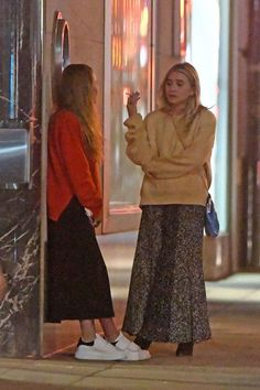 Olsens Anonymous Blog Mary Kate And Ashley Olsen Twins Style Fall Ready Chunky Sweater Maxi Skirt Print Skirt Sneakers Ankle Booties