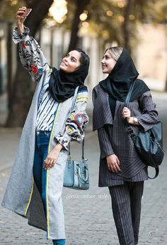 Choose black scarf for work street look. these scarf give powerful and personality defining style either you dress-up jeans to formal Street Hijab Fashion, Workwear Fashion, Kimono Fashion, Mode Kimono, Mode Abaya, Persian Girls, Iranian Women Fashion, Dress Up Jeans, Hijab Style