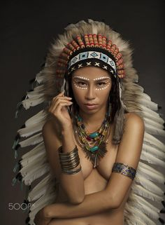 New Generation of Native American woman are conquering modeling . Native American Face Paint, Native American Girls, Native American Beauty, Zbrush, Native Indian, Indian Girls, Headdress, Indian Headress, Indian Beauty
