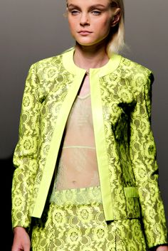 Christopher Kane Spring 2011 Ready-to-Wear Fashion Show Yellow Fashion, Floral Fashion, Jessica Stam, Christopher Kane, Mellow Yellow, Fashion Show, 3d Fashion, Fashion Details, Green And Purple