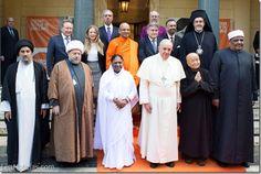El Papa Francisco y líderes religiosos acordaron un plan para luchar contra la esclavitud - http://www.leanoticias.com/2014/12/02/el-papa-francisco-y-lideres-religiosos-acordaron-un-plan-para-luchar-contra-la-esclavitud/