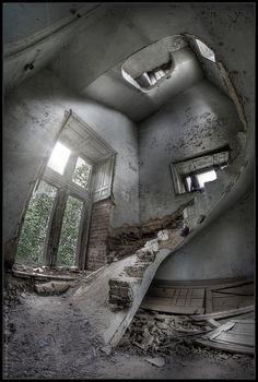 UE Abandoned Chateau de Noisy (Belgium) by rustysphotography, via Flickr.