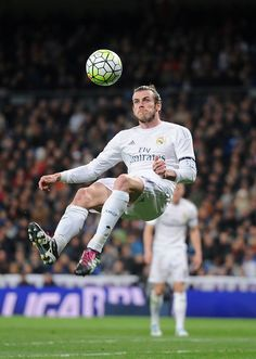 Gareth Bale of Real Madrid tries an overhead kick during the La Liga match between Real Madrid CF and Sevilla FC at Estadio Santiago Bernabeu on March 20, 2016 in Madrid, Spain. (March 19, 2016 - Source: Denis Doyle/Getty Images Europe)