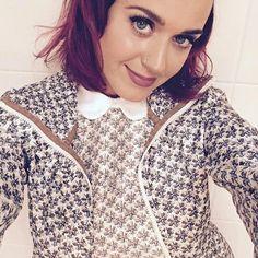 Ruiva! Katy Perry muda o visual e abandona fios pretos