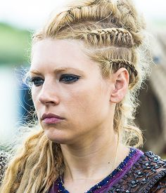 Katheryn Winnick as Lagertha - Vikings season 4 -. Viking Braids, Viking Hair, Viking S, Viking Warrior, Viking Queen, Wasteland Warrior, Lagertha Lothbrok, Braided Hairstyles, Wedding Hairstyles