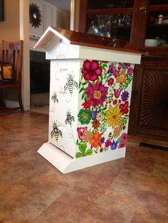 47 Ideas backyard projects bee hives for 2019 Bee Hives Boxes, Bee Boxes, Honey Bee Hives, Honey Bees, Bee Swarm, Raising Bees, Backyard Beekeeping, Bee Crafts, Hobby Farms