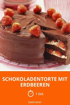 Schokoladentorte mit Erdbeeren - smarter - Zeit: 1 Std. | eatsmarter.de #erdbeeren #erdbeertorte #schokotorte