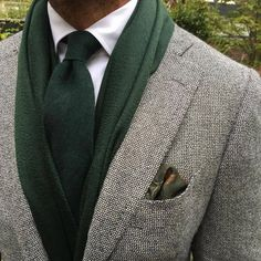 Best men's jackets are a very important part of every man's clothing collection. Men will need outdoor jackets for a number of situations as well as some weather conditions. Men's Jacket Ideas. Men's Pocket Squares, Tie And Pocket Square, Sharp Dressed Man, Well Dressed Men, Head Scarf Tying, Braut Make-up, Sport Chic, Fashion Outfits, Mens Fashion
