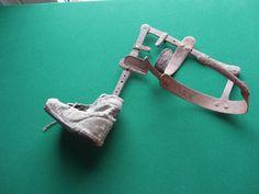 Zeldzame antieke beenspalk voor een kind.