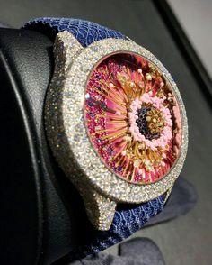 Les merveilles très couture de Dior. #dior #baselworld #baselworld2017 #couture #metiersdart #horlogerie #horology #watch #montre #joaillerie #jewelry #fleur #flower #diamonds #saphirs