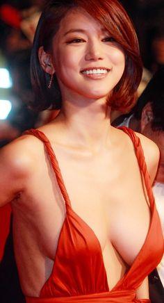 Plunging Neckline Dress, Hot Country Girls, Low Cut Dresses, Grecian Goddess, Korean Actresses, International Film Festival, Busan, Sexy Body, Asian Beauty