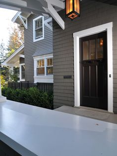good color combo, house,trim and door