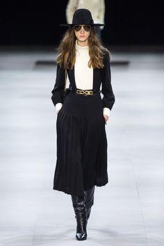 Celine Fall 2019 Ready-to-Wear Fashion Show - Vogue Fashion Week, Fashion 2020, Retro Fashion, Runway Fashion, Fashion Outfits, Fashion Trends, Fashion Edgy, High Fashion, Celine