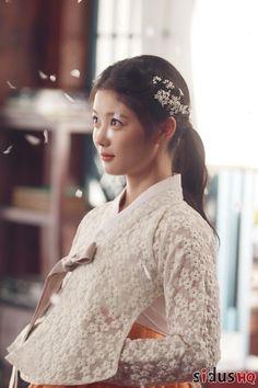 as Feng Xiang Rong Korean Actresses, Child Actresses, Korean Actors, Kim Yoo Jung, Korean Hanbok, Korean Dress, Korean Traditional Dress, Traditional Outfits, Cha Tae Hyun