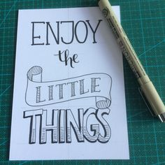 Tutorial: Handlettering + TIPS – Inspireer en creëer Bullet Journal Quotes, Dog Pen, Hand Lettering Quotes, Diy Blog, In Writing, Word Art, Banners, Doodles, Hand Drawings