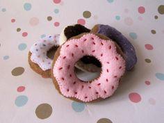 Donut Cat Toy Catnip Toy Felt Cat Toy por RaspberryAndThyme