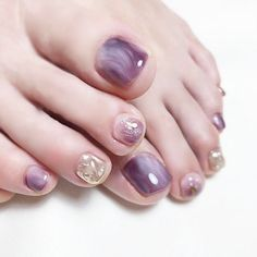 jelly nails Toe nails are always fashionable. With all the new style of ombre toe nail desig nails short Shellac Toes, Glitter Toe Nails, Feet Nails, Purple Nail Designs, Toe Nail Designs, Gel Zehen, Feet Nail Design, Nails Design, Summer Toe Nails