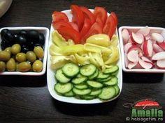 Aperitive reci - idei de platouri aperitive Food Design, Pickles, Cucumber, Veggies, Appetizers, Snacks, Dishes, Cake, Christmas