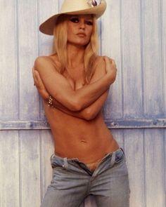 Brigitte Bardot on the cover of Yugoslav magazine 'Filmski Svet', May 1969. #brigittebardot #bardot #yugoslavia #magazine #1960s #gorgeous #beautiful #sexy #color #classic #love #idol