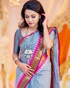 Silver grey cotton saree ♥♥the combo Handloom Saree, Silk Sarees, Saris, Kota Sarees, Buy Designer Sarees Online, Modern Saree, Saree Models, Stylish Sarees, Saree Look