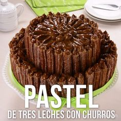 Video de Pastel de Tres Leches con Churros Nothing like this cake delight, two of the best desserts in a single recipe; Churros and three milks cake. Chocolate Hazelnut Cake, Best Chocolate, Chocolate Glaze, Baking Recipes, Cake Recipes, Dessert Recipes, Mexican Food Recipes, Sweet Recipes, Delicious Desserts