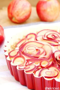 apple-roses-cheese-tart-in-pan
