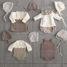 Best 12 Plain overalls with handmade balls and buttons on the back and crotch. Ref: See the color catalog here. Knitted Baby Clothes, Knitted Romper, Baby Knits, Knitting For Kids, Baby Knitting Patterns, Pinterest Baby, Baby Outfits, Kids Outfits, Baby Pullover