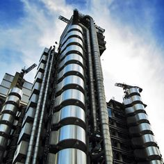 """""""We thought Lloyd's building was the ultimate in technology, but it's practically hand made"""""""