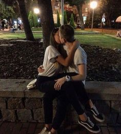 16 Poses kissing your boyfriend that you must . - 16 Poses kissing your boyfriend that you must . Couple Tumblr, Tumblr Couples, Teen Couples, Black Couples, Couple Goals Relationships, Relationship Goals Pictures, Couple Relationship, Relationship Quotes, Kissing Poses