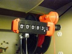 Kyle Gagnon, un internauta que participa en el portal de diseño 3D Thingiverse, ha creado un contador de filamento que resuelve el problema recurrente de cuantificar la cantidad de material consumido durante la impresión tridimensional debido a que por el tamaño de las bobinas en difícil estimar la cantidad de plástico (ABS, PLA) que se utiliza.