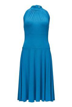 Hallie kjole i kla turkis, med halterneck og sus i skørterne