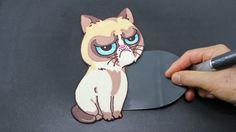Grumpy Cat Pancake - The World's Most Oddly Satisfying Cat Video Cat Videos Youtube, Pancake Art Challenge, Rainbow Pancakes, Kid Desserts, Bento Recipes, Yummy Snacks, Yummy Food, Oddly Satisfying, Bento Box