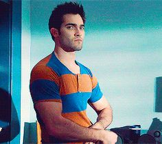 ANIMATED GIF.  Tyler Hoechlin (Teen Wolf 1x09) I could watch this all day.