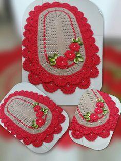 Crochet Table Runner, Bathroom Sets, Beauty Skin, Table Runners, Crochet Earrings, Crochet Carpet, Crochet Doilies, Needlepoint, Blouses