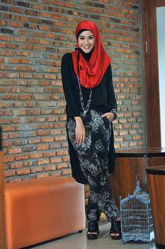 Long dress zaskia adya mecca x jaclyn Fashion Wear, Fashion Pants, Modest Fashion, Hijab Fashion, Fashion Dresses, Stylish Hijab, Modern Hijab, Hijab Wear, Hijab Outfit