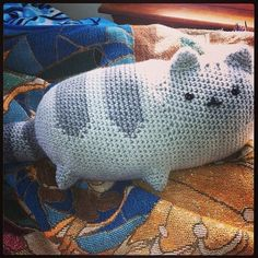 Pattern: http://emmasanimalcreations.weebly.com/1/post/2013/12/pusheen-the-cat-a-free-crochet-pattern.html