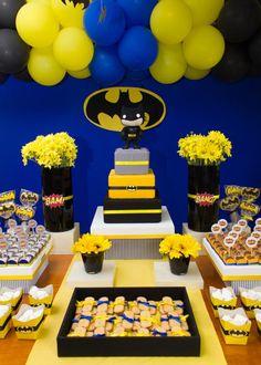 Oiiieee...     A pedido de uma leitora da nossa FanPage  eu trouxe algumas ideias para fazer uma festinha com o tema Batman! São ideias sim...