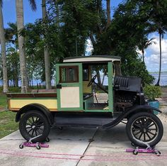 Must see attraction in Fort Myers FL, Edison Ford Winter Estates feature museum, botanical garden, laboratory, and homes of Thomas Edison & Henry Ford. Assembly Line, Henry Ford, Fort Myers, Tropical Paradise, Ford Models, Historical Sites, Inventions, Antique Cars, Engine