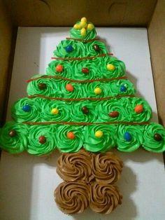 Christmas DIY: Christmas tree pull Christmas tree pull apart cake! #christmasdiy #christmas #diy