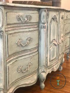 Shabby Chic Furniture Tutorial - Vintage Furniture Before And After - - - Vintage Bedroom Furniture, Painting Wooden Furniture, Shabby Chic Furniture, Rustic Furniture, Antique Furniture, Modern Furniture, Outdoor Furniture, French Furniture, Furniture Layout