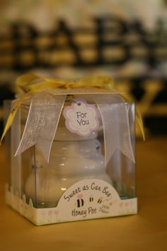 Honey jar favors at a Bee Baby Shower #babyshower #partyfavors